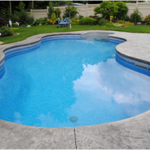 Large rounded swimming pool in Kanata backyard - lots of depth