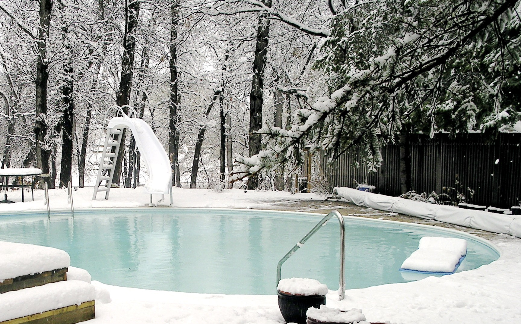 Winterize with swimming pool safety covers poolarama - Swimming pool safety covers inground ...